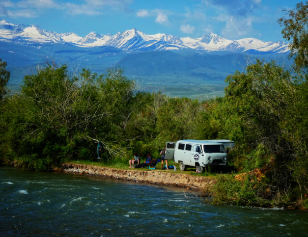 Road trip Kyrgyzstan met RAW Travel en survival school overleven